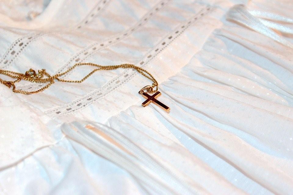 Quel symbole choisir pour une médaille de baptême religieuse ?