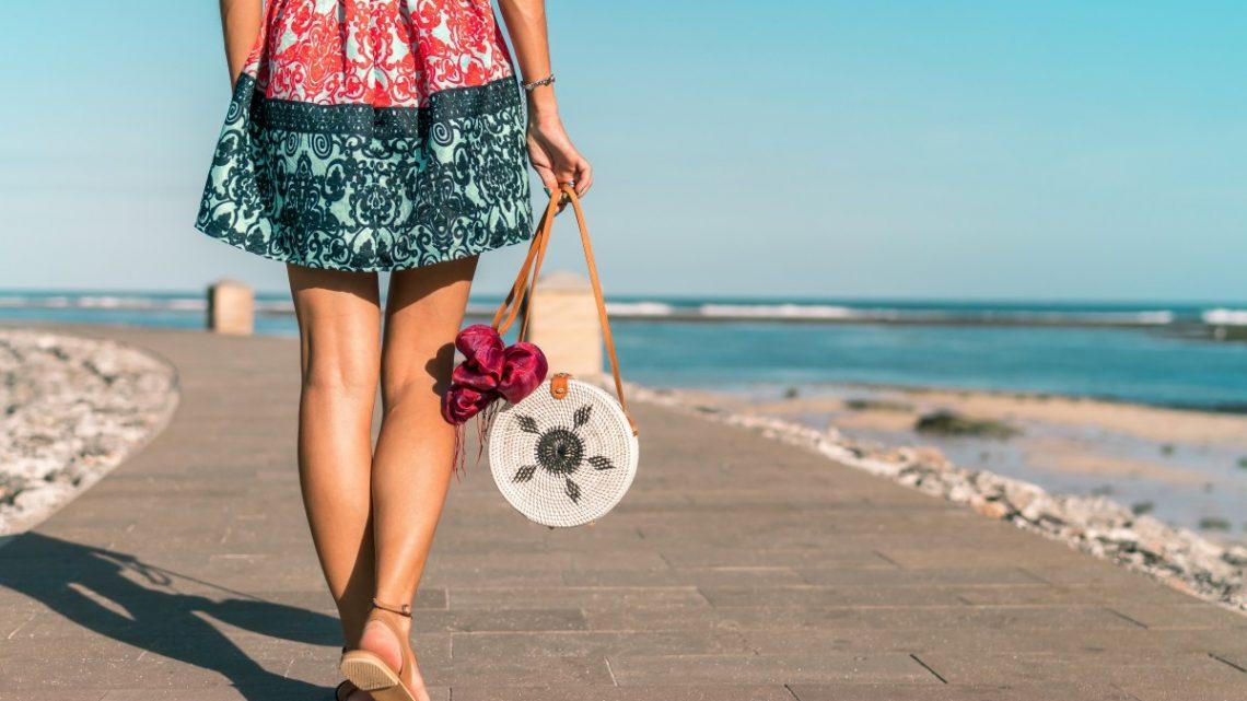 3 façons de porter des sandales plates et être aussi stylé qu'en talon